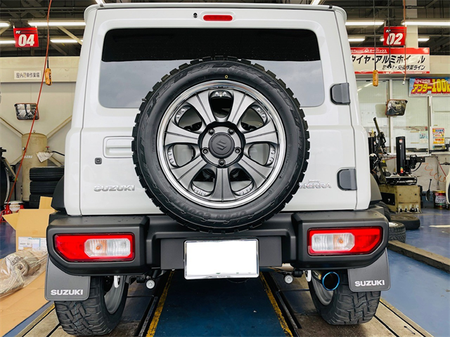 Suzukiのジムニーシエラにフジツボのマフラー『AUTHORIZE RM』を取り付け致しました